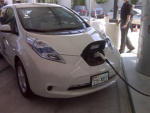 NIssan Electric Leaf Houston Plugin