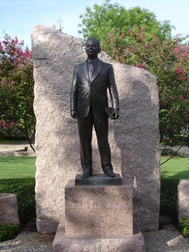 Rudder statue